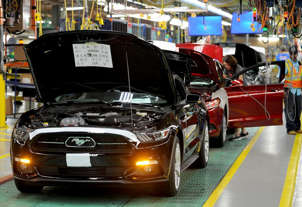 2015-ford-mustang-assembly