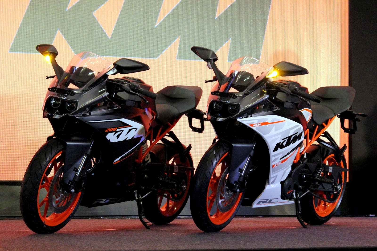 KTM RC390 and RC200 launched in India at Rs 2.05 lakh and Rs 1.60 lakh (Ex-Showroom, Delhi)
