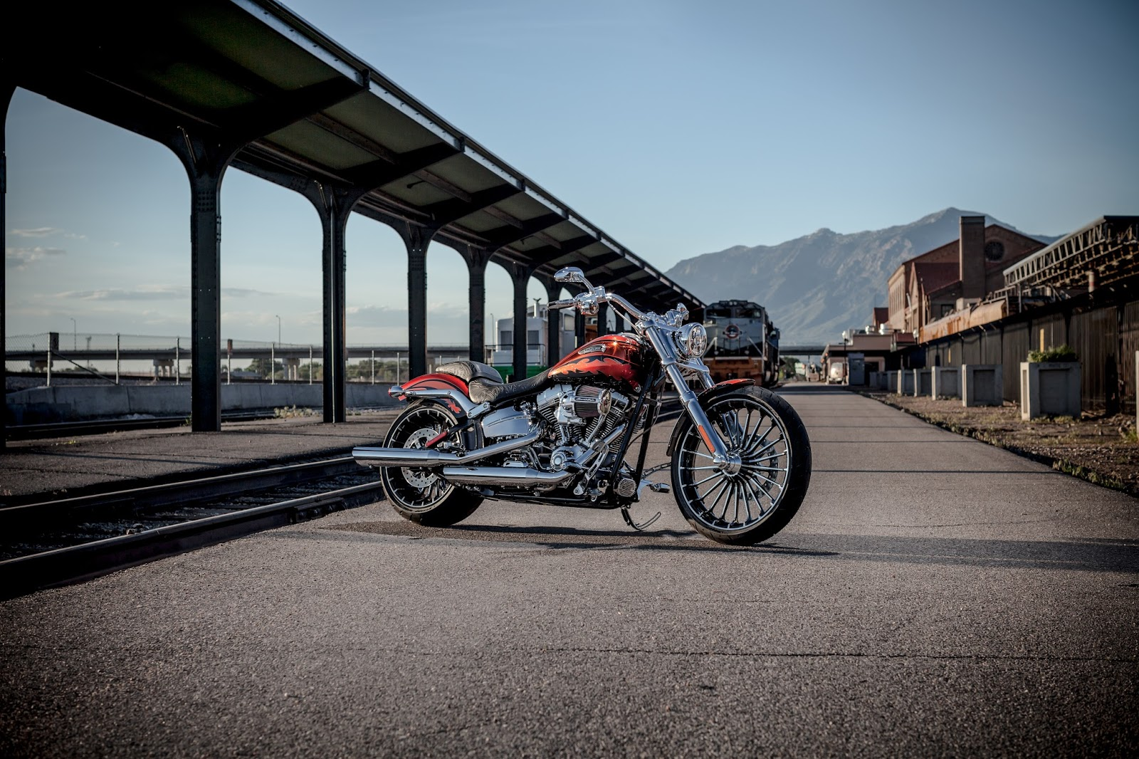 Harley Davidson To Launch Breakout Cruisers And Cvo