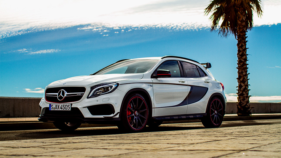 mercedes benz gla 45 amg launched in india at rs lakhs ex showroom mumbai. Black Bedroom Furniture Sets. Home Design Ideas