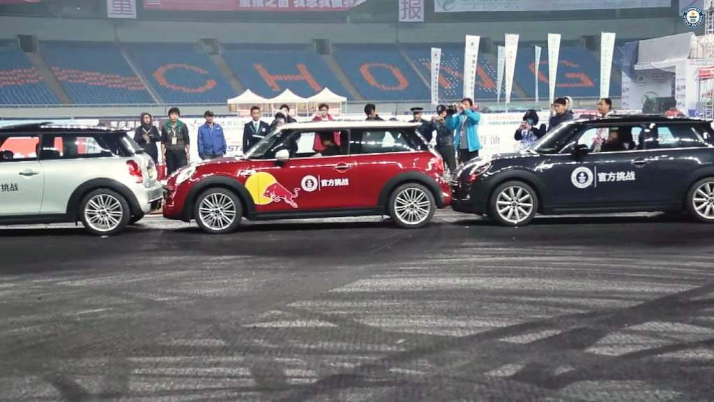 2014-Guiness-World-Record-For-Parallel-Parking-Han-Yue