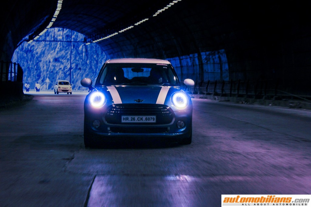 2015 MINI Cooper D 5-Door - Hardtop - Exterior Lights - Test Drive Review - Automobilians.com