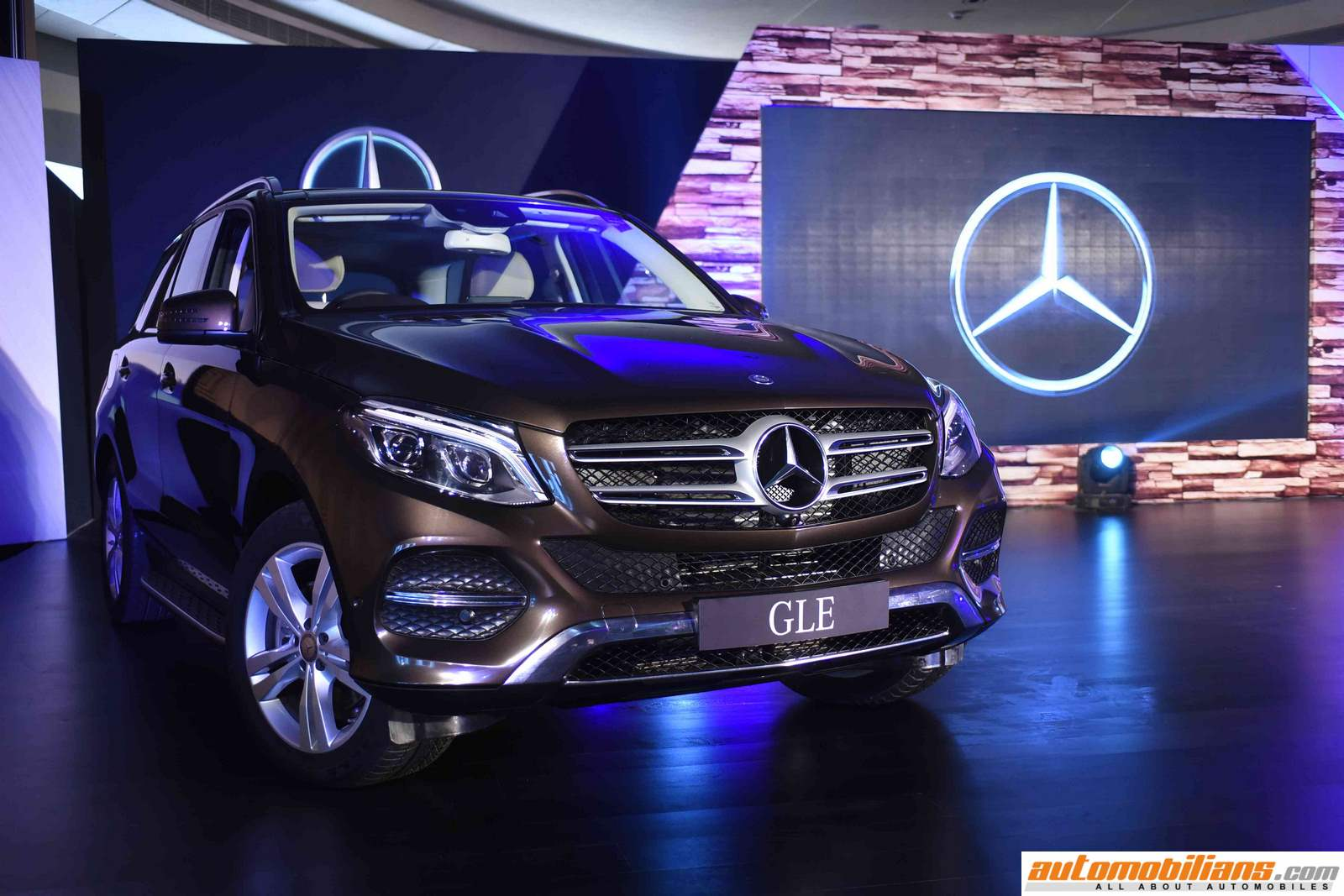 2016 mercedes benz gle launched in india at rs for Showroom mercedes benz