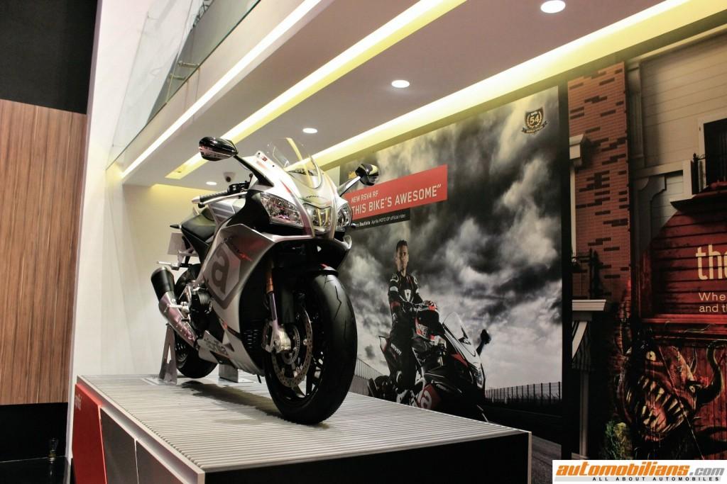 MotoPlex-Vespa-Moto-Guzzi-Aprilia-Pune (2)