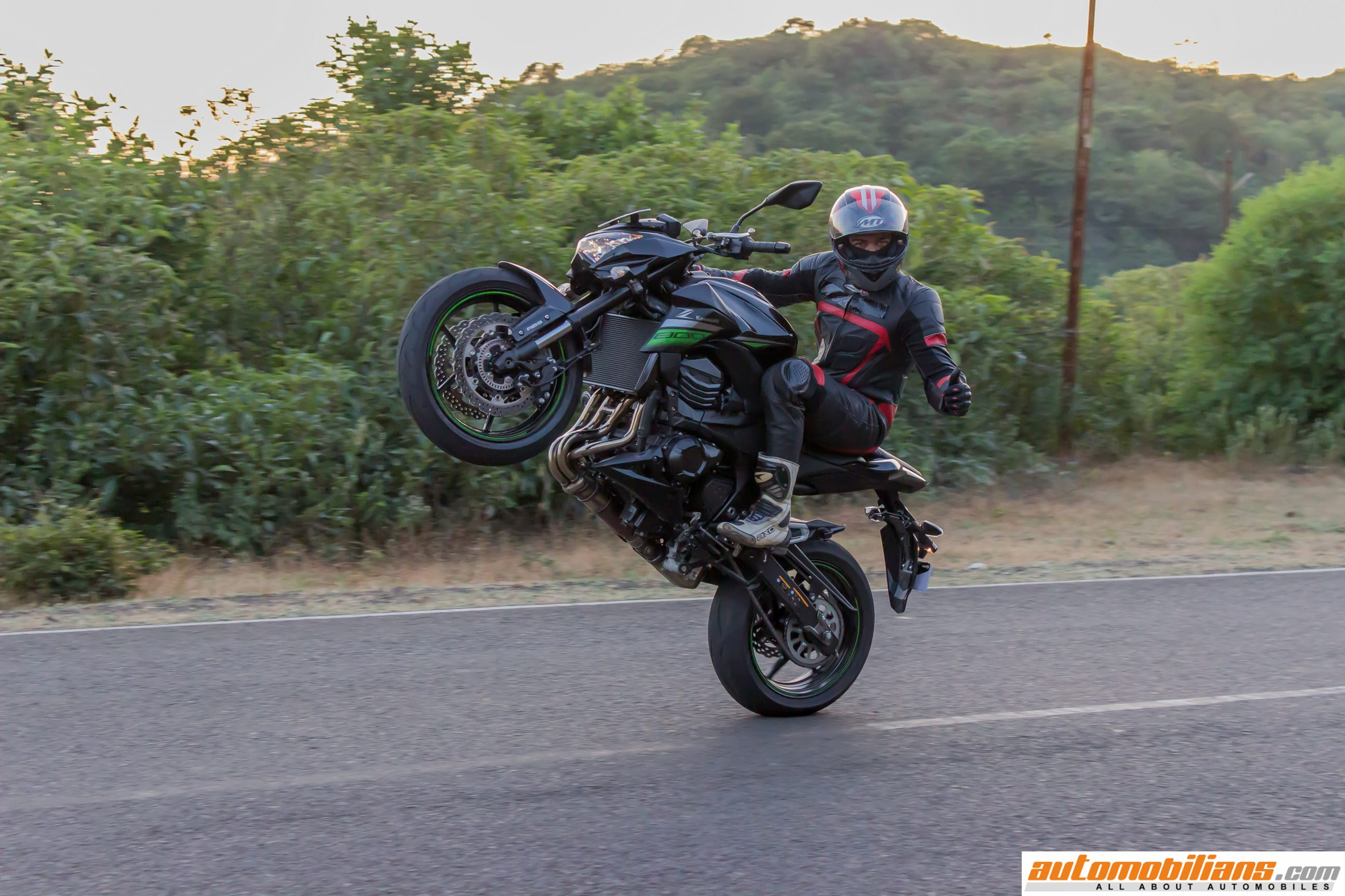 2016 kawasaki z800 abs gets a new color arrives at for Black is the new color