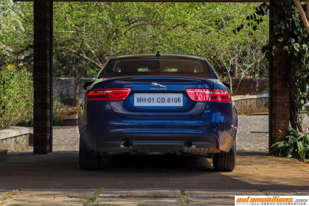 2016-Jaguar-XE-Review-Automobilians (11)