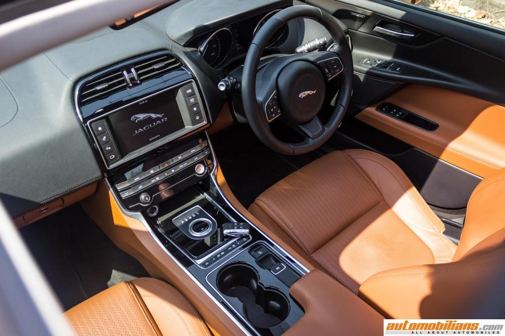 2016-Jaguar-XE-Review-Automobilians (7)