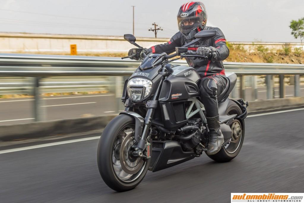 Ducati-Diavel-Carbon-Review-Automobilians (11)