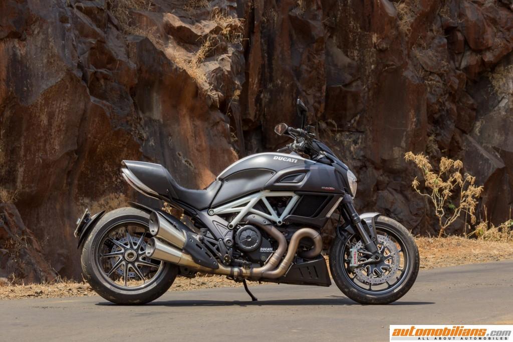 Ducati-Diavel-Carbon-Review-Automobilians (15)