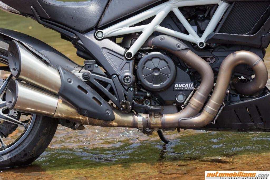 Ducati-Diavel-Carbon-Review-Automobilians (20)