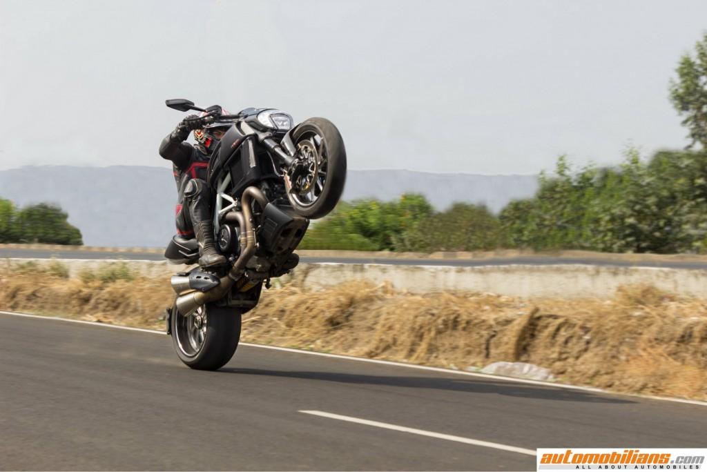 Ducati-Diavel-Carbon-Review-Automobilians (24)