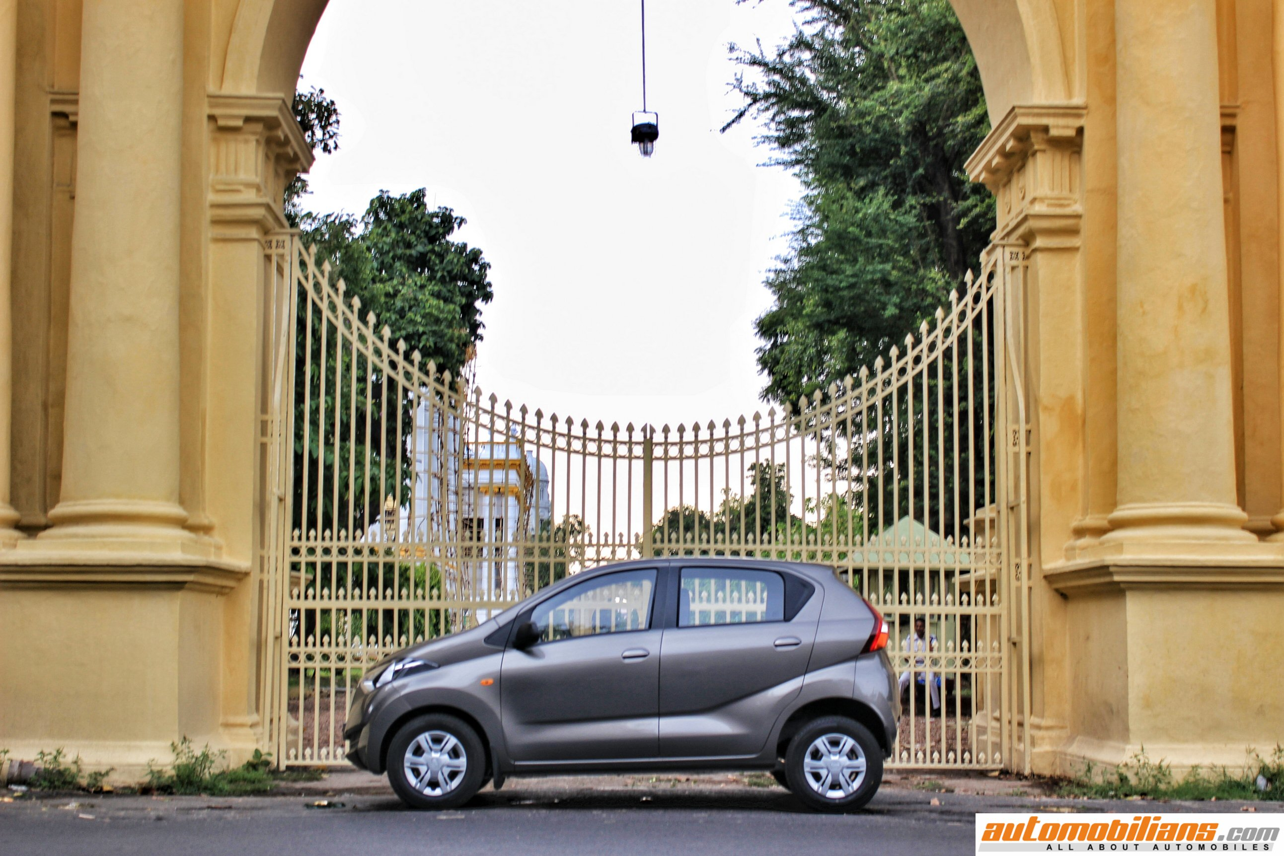 Automobilians.com - Datsun redi-GO Launched In India At Rs ...