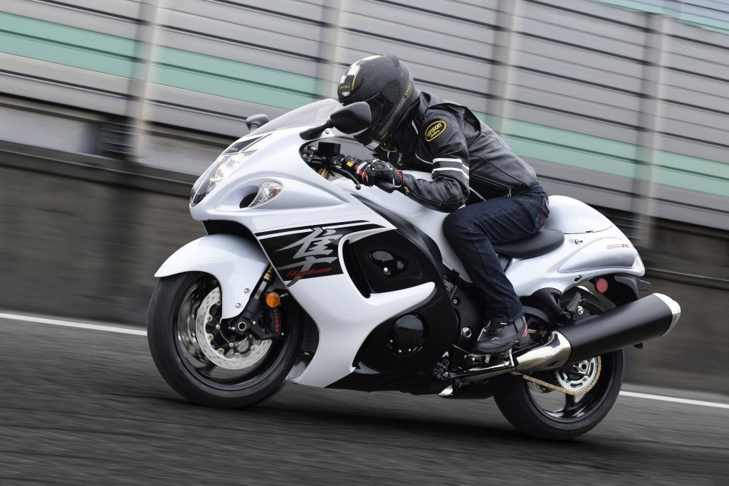 GSX1300RAL7_Action_2