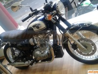 Kawasaki W800 Spotted At A Dealership, To Be Launched Soon