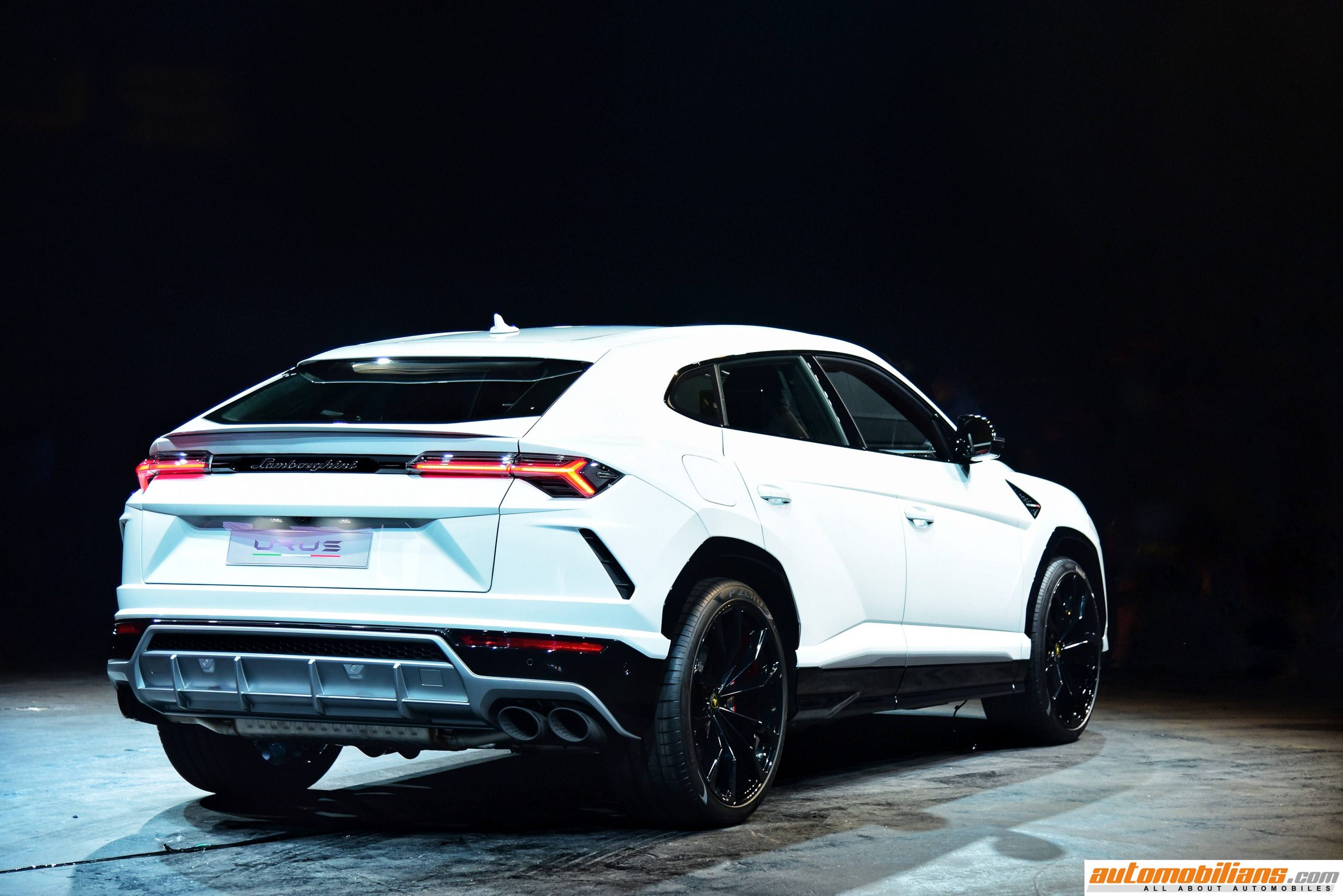 top compar price news lamborghini suv the grand urus table trackhawk speed jeep cars comparing two car and for cherokee